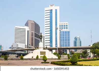 Statue of King Rama VI outside Lumphini Park with the Crowne Plaza hotel and the Chulalongkorn Memorial Hospital in the background, Bangkok, Thailand