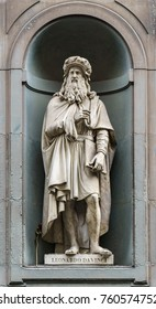 A statue of Leonardo da Vinci sitting outside of the Uffizi, in Florence