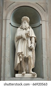 Statue of Leonardo da Vinci at the Uffizi, Florence, Italy.