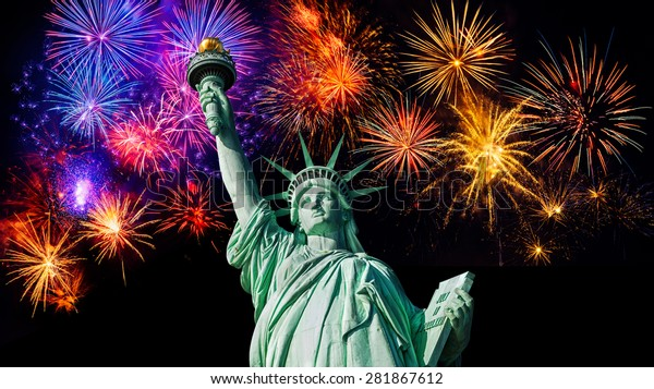 Statue Liberty 4th July Fireworks Exploding Stockfoto (Jetzt