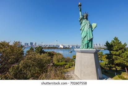 Statue of Liberty and rainbow bridge in Odaiba, Tokyo, Japan.