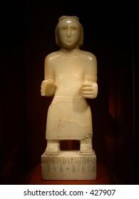 statue of maadil salhan king of awsan