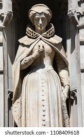 Statue of Mary Queen of Scots on the facade of a building on Fleet Street in the City of London, UK. She is also known as Mary Stuart or Mary I, and reigned over Scotland from 1542 to 1567.