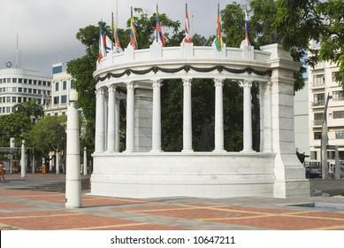 statue monument la rotunda malecon 2000 guayaquil ecuador famous tourist destination outdoor park