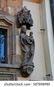 statue of the Mother of God with the child on a building facade