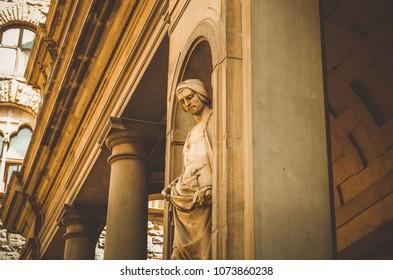 "Statue on the street of Florance. ""Galleria degli Uffizi"""
