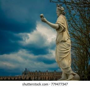 statue in paris france