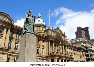 Statue of Queen Victoria with the Council House to the rear, Victoria Square, Birmingham, West Midlands, England, UK, Western Europe.