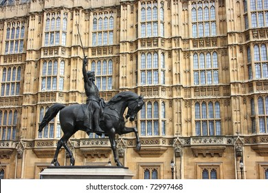 Statue of Richard The Lionheart outside the houses of Parliament, London, England