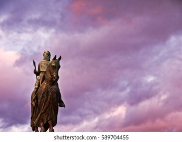 The statue of Robert The Bruce, King of the Scots on his war horse at the 1314 battleground in Bannockburn Stirling, Scotland, UK