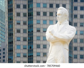 Statue of Sir Tomas Stamford Raffles - the founder of the city of Singapore