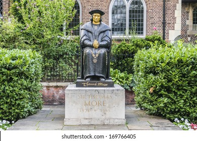 Statue of Thomas More (by Leslie Cubitt Bevis) in front of Chelsea Old Church (or All Saints), Cheyne Walk, Chelsea, London, UK.
