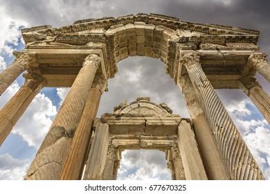 statue,afrodisias,ancient city