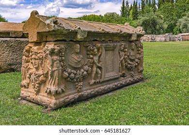 statue,afrodisias,Aphrodisias sarcophagus
