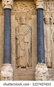 Statues of apostles on the west portal  Saint Trophime Cathedral in Arles, France. Bouches-du-Rhone,  France