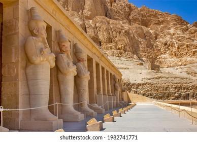 Statues dans le temple mortuaire de Hatshepsut, Egypte