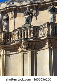 Statues on Baroque parapet in Lecce