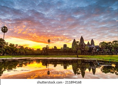 Status silhouette of Angkor Wat in sunrise, the best time in the morning at Siem Reap, Cambodia