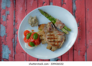 Steak with aspargus and some vegetables