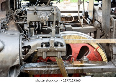 Steam locomotive. Mechanisms of a locomotive in a lubricant