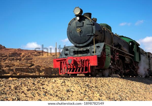 steam-locomotive-wadi-rum-jordan-600w-18
