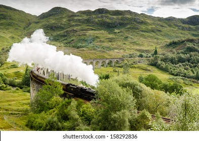 Steam train on Glenfinnan Viaduct / The famous Glenfinnan Viaduct which carries the steam train from Fort William to Mallaig