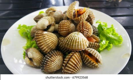 Steamed blanched cockles with dipping sauce