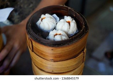 Steamed buns stuffed with pork, Red.