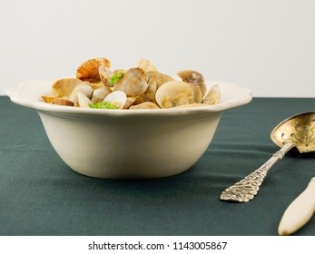 Steamed Clams in Garlic Sauce