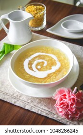 Steamed Mung Bean with Coconut Cream Topping Dessert.Sweet Mung Bean Porridge with Coconut Cream Dessert Recipe (Tao Suan)