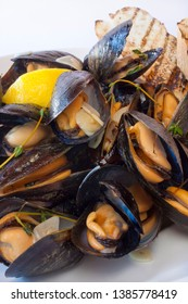 Steamed Mussels with garlic and Thyme and grilled toast