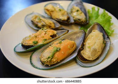 Steamed New Zealand mussels on a plate