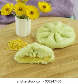 Steamed pandan buns filled with mung bean paste