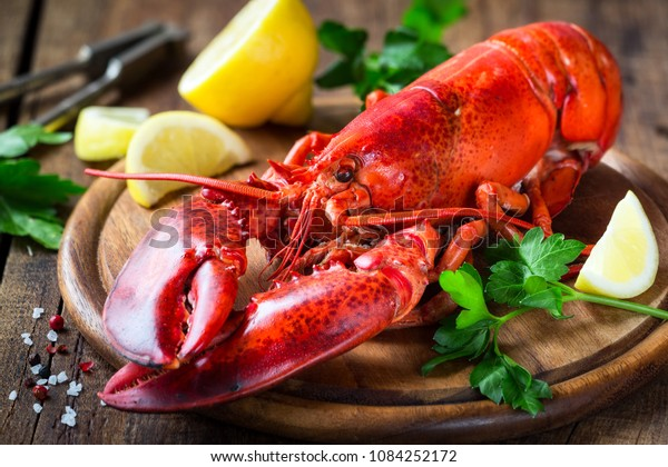 steamed-red-lobster-on-wooden-600w-10842