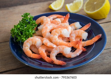 Steamed shrimp on plate