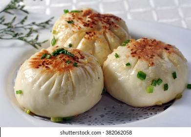 steamed stuffed bun baozi 煎包