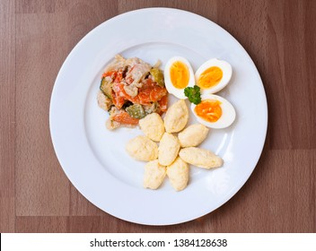 Steamed vegetables with gnocchi and eggs