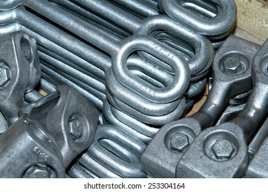 Steel hardware for fitting electric cable with steel tower in wooden pallet