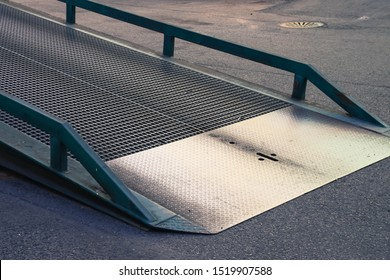Steel portable yard ramps - mobile dock