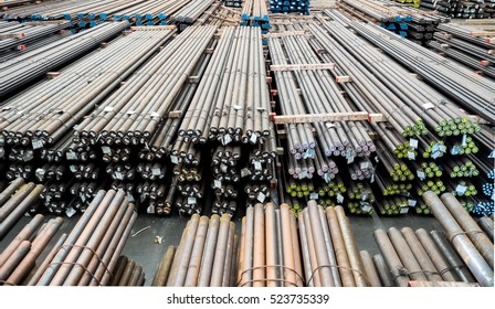 Steel round bar storage and stacking in warehouse.