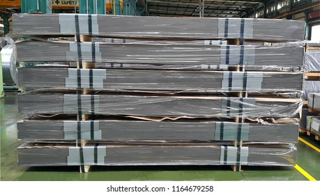 Steel sheet Sheared cutting Plate metal strap in factory warehouse, metal service center