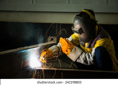 Steel welder Are connected together into larger pieces, sparking the containers