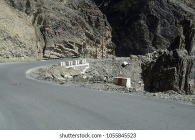 Steep, narrow mountain road with dangerous dropoff on descent from Lamayuru gompa monastery, Ladakh, India