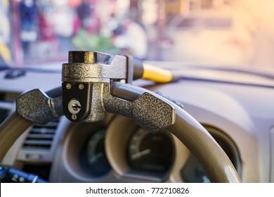Steering wheel lock, Selective focus.