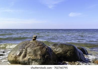 Stein Kunst am Strand der Ostsee auf der Insel Rügen!