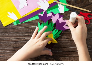 Step 13 instruction. Greeting card for mother's day with spring flowers crocuses. Handmade Paper Craft Ideas. The project of children's creativity, crafts, crafts for children.