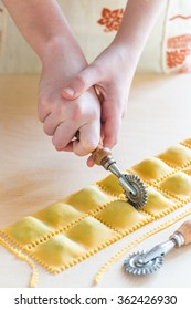 Step by step process of making home-made ravioli or tortellini with spinach and ricotta filling. See series