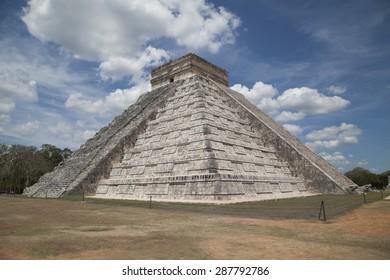 Step Pyramid at Chichen Itza on the Yucatan peninsula in Mexico