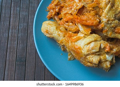 Stewed cabbage with chicken meat and sauce
