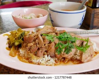 Stewed pork leg with pickled cabbage on rice (Kao Ka Moo)
